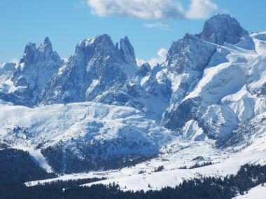 Bellamonte a okolní krajina v zimě