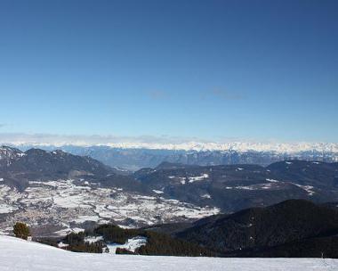 Zimní výhled z vrcholku Alpe Cermis